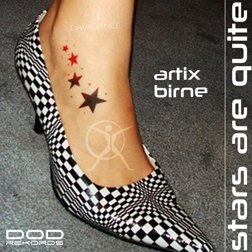 Татуировка звезды на ноге у девушки фото