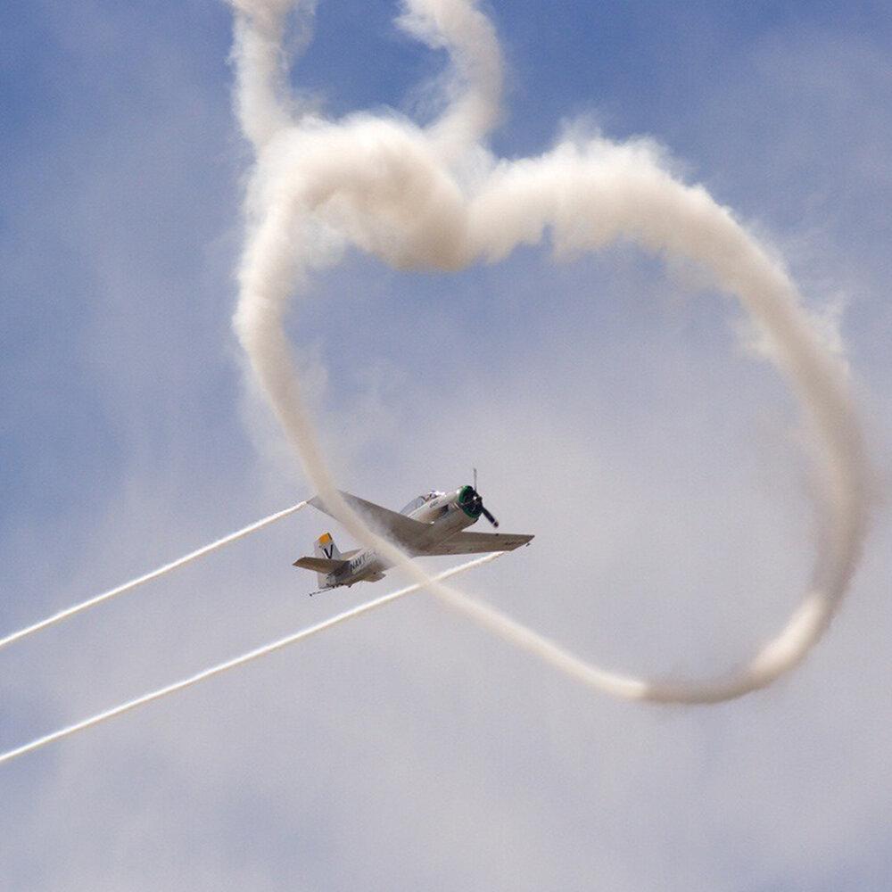 Открытка самолет в небе, винтажная днем