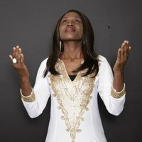 Hot African Praises ( Everybody Praise the Lord Now) — Uche Favour